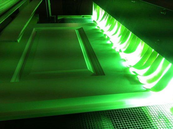 OLI-AQUA UV 19.6X I 1K/2K Spritzlack pigmentiert